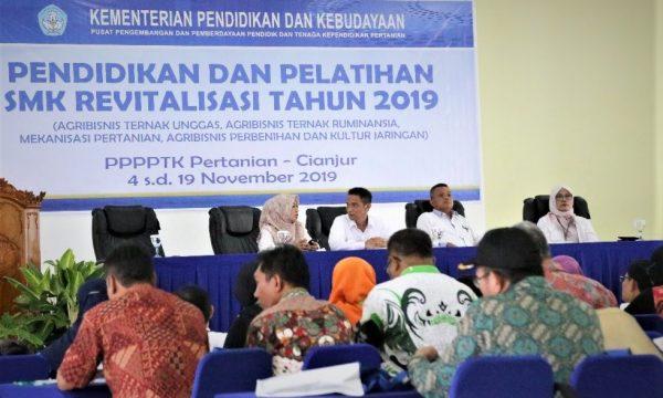 Pembukaan Pelatihan Guru SMK Revitalisasi Oleh Kepala PPPPPTK Pertanian
