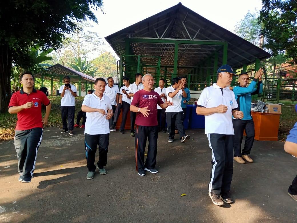 Departemen Agrbisnis Peternakan Suguhi Telur Rebus dan Umbi Rebus untuk Peserta Senam Pagi